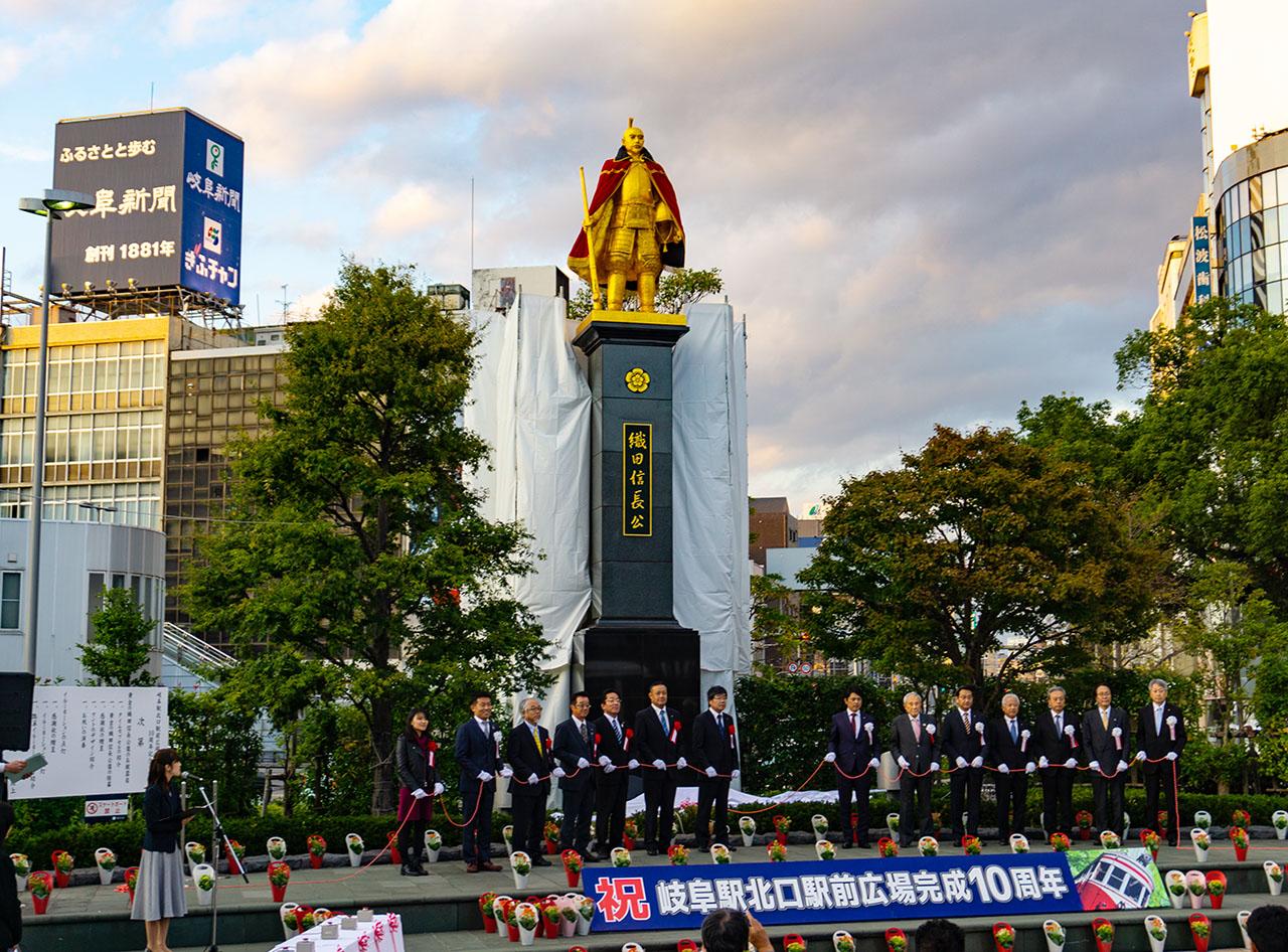 岐阜駅前の信長像がリメイク完成