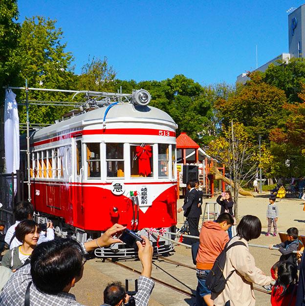 丸窓電車がJR岐阜駅前へ 11月16日に移設パレード